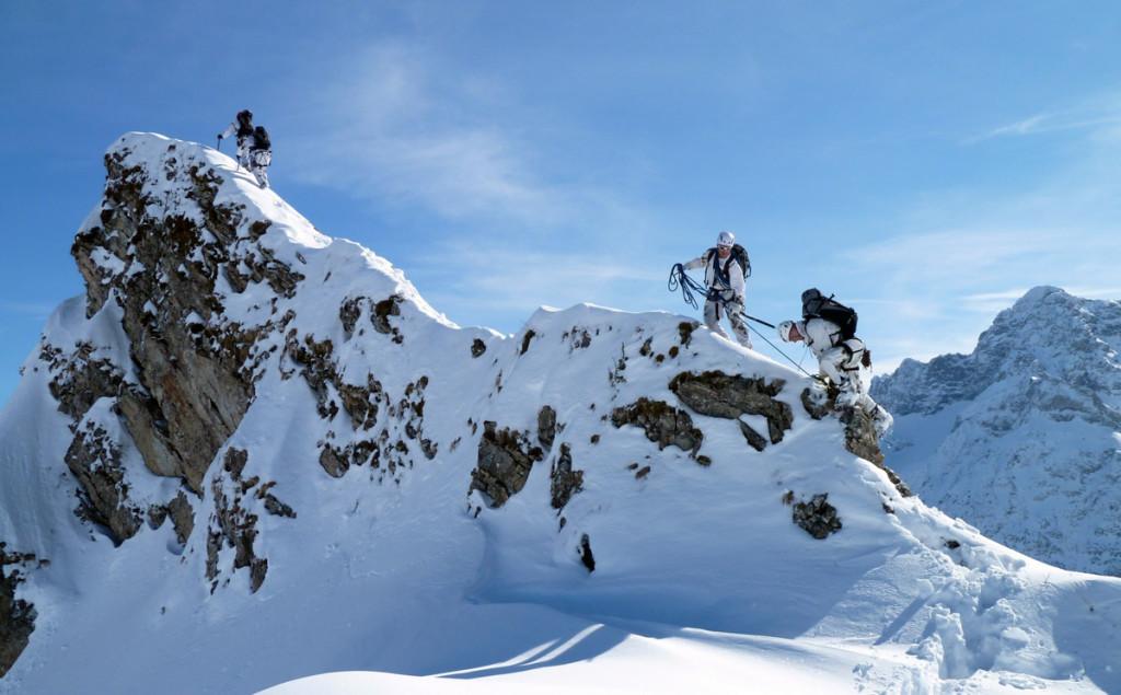 Die Soldaten des Hochgebirgsjägerzuges unterwegs im winterlichen Hochgebirge © Oberstleutnant Johannes Schwegler