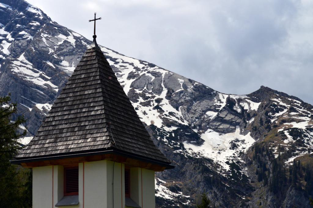 Glockenturm der Bergopfer-Gedenk-Kapelle St. Bernhard auf Kühroint