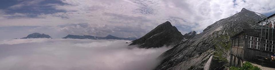 Panorama Watzmannhaus 'über den Wolken'