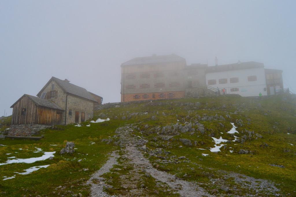 Watzmannhaus im Nebel