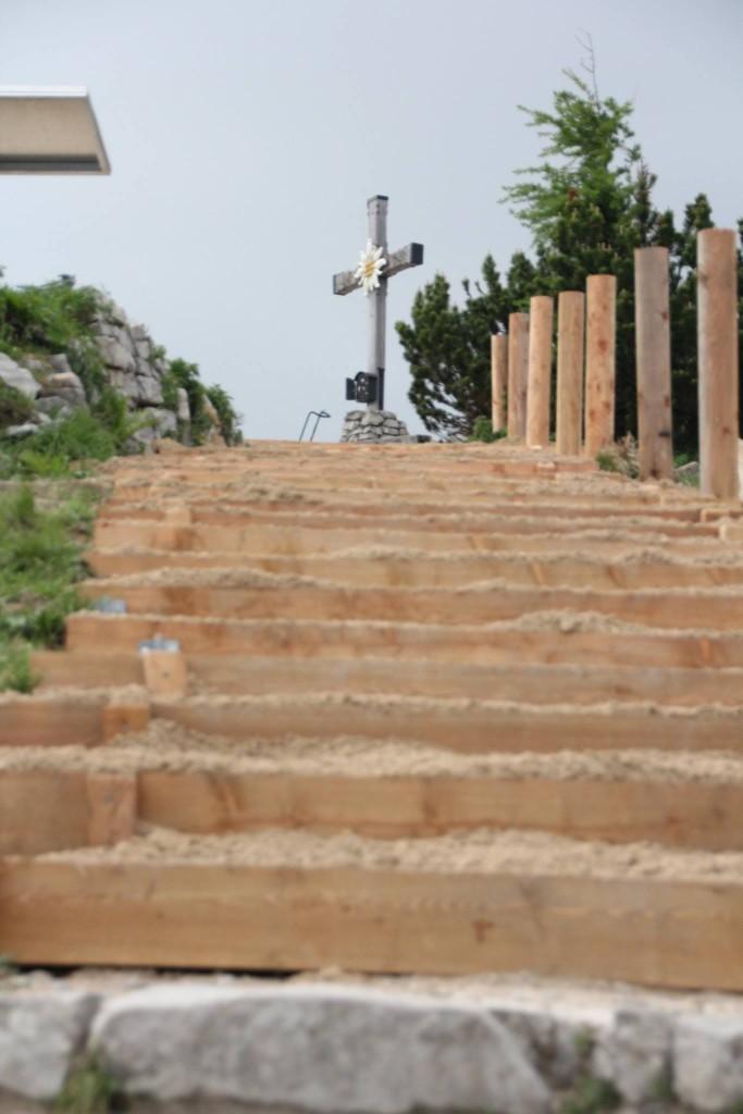 neue Treppen auf dem Weg zum Kehlstein Gipfel