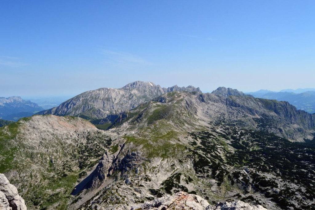 Blick über Windschartenkopf und Schneibstein zum Hohen Brett