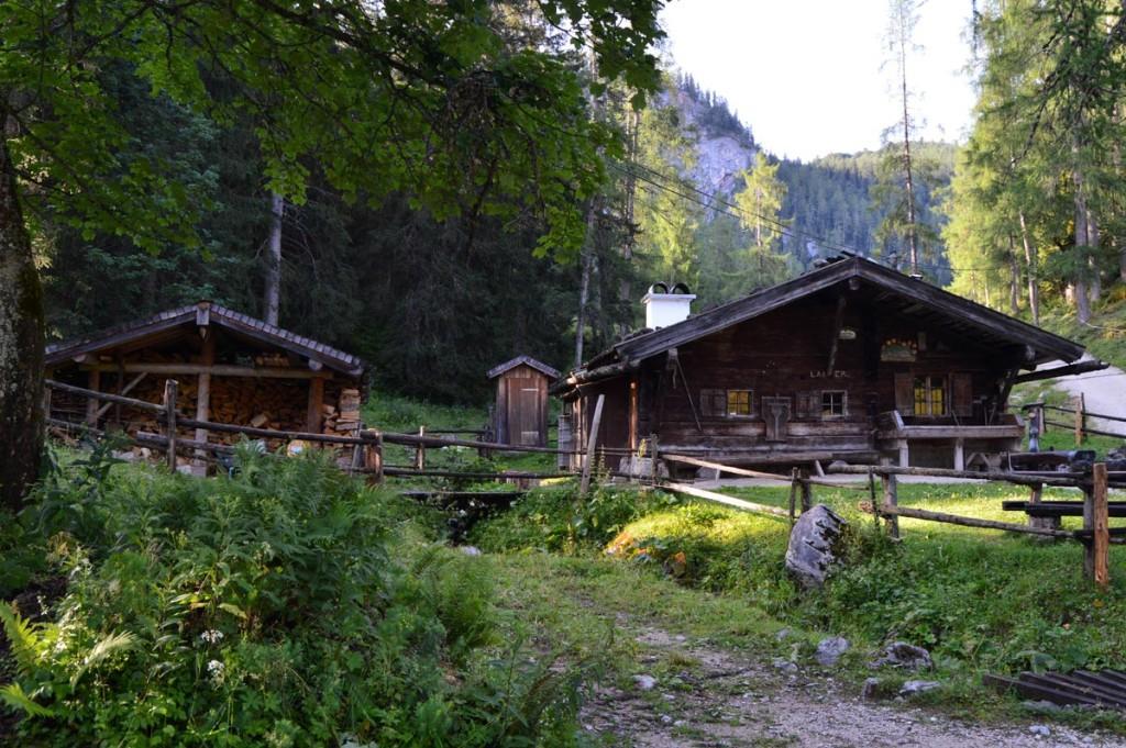 Die Enzianbrennhütte auf der Priesbergalm