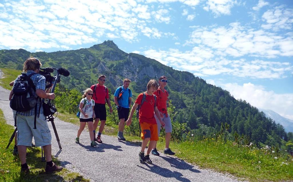 Richard Lenz mit Tochter, Martin Breitkopf und Ines Papert mit Sohn  auf dem Weg zum Einstieg