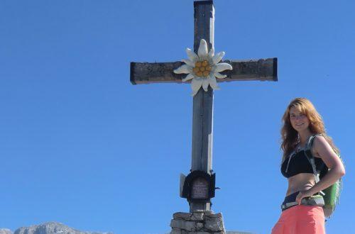 alleine am Gipfelkreuz