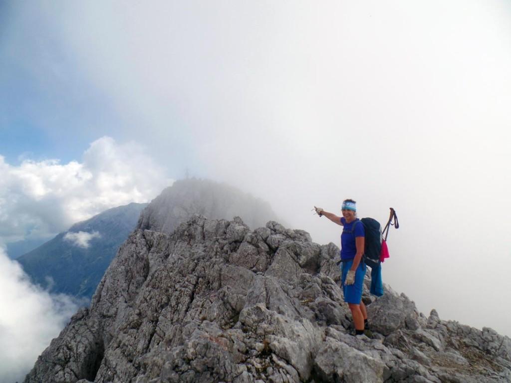 Da taucht er auf aus dem Nebel, der Gipfel