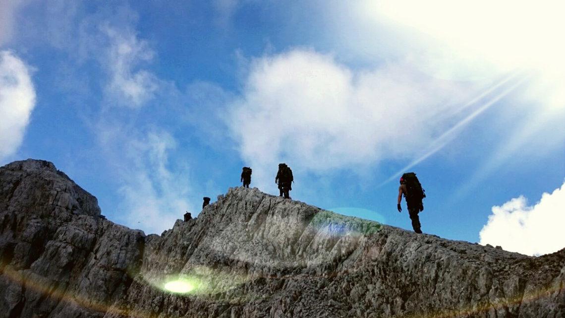 Die Soldaten der 2. Kompanie marschieren auf dem Grat des Watzmann