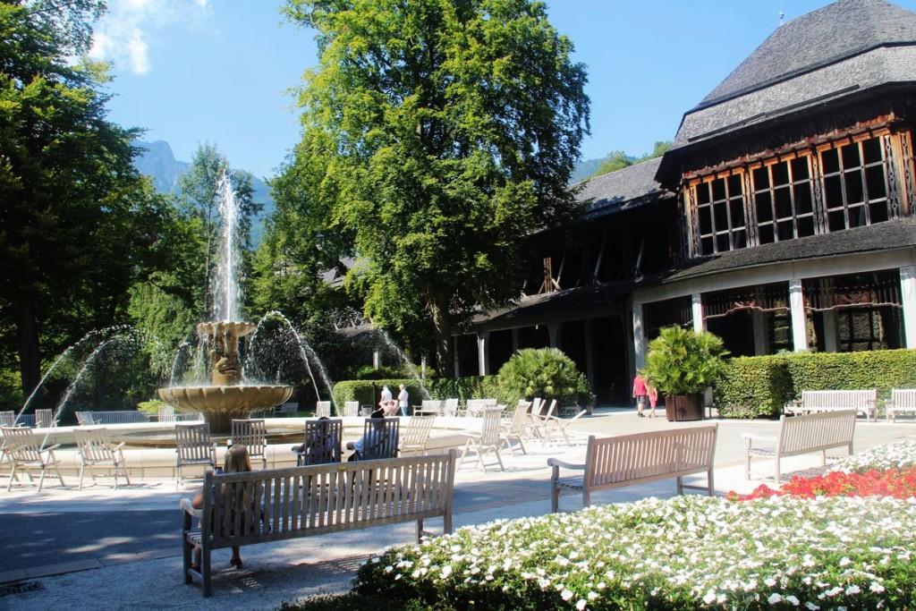 Solebrunnen und Gradierwerk im Reichenhaller Kurpark