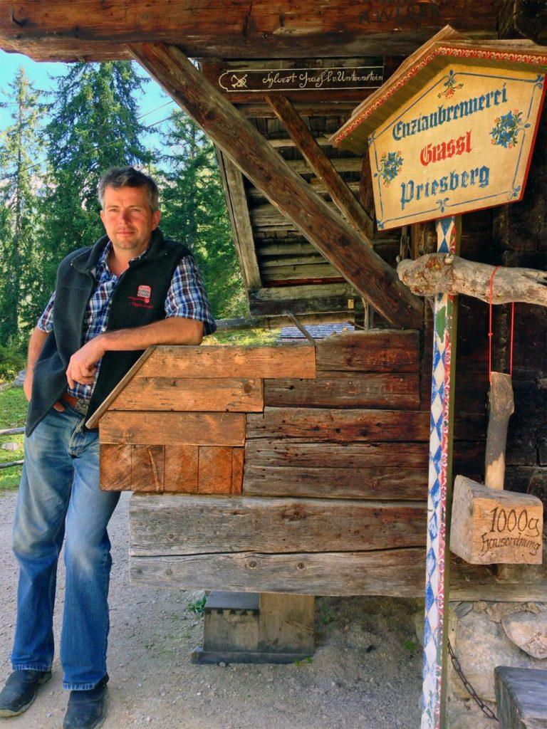 Hubsi Ilsanker an der Brennhütte auf der Preisbergalm