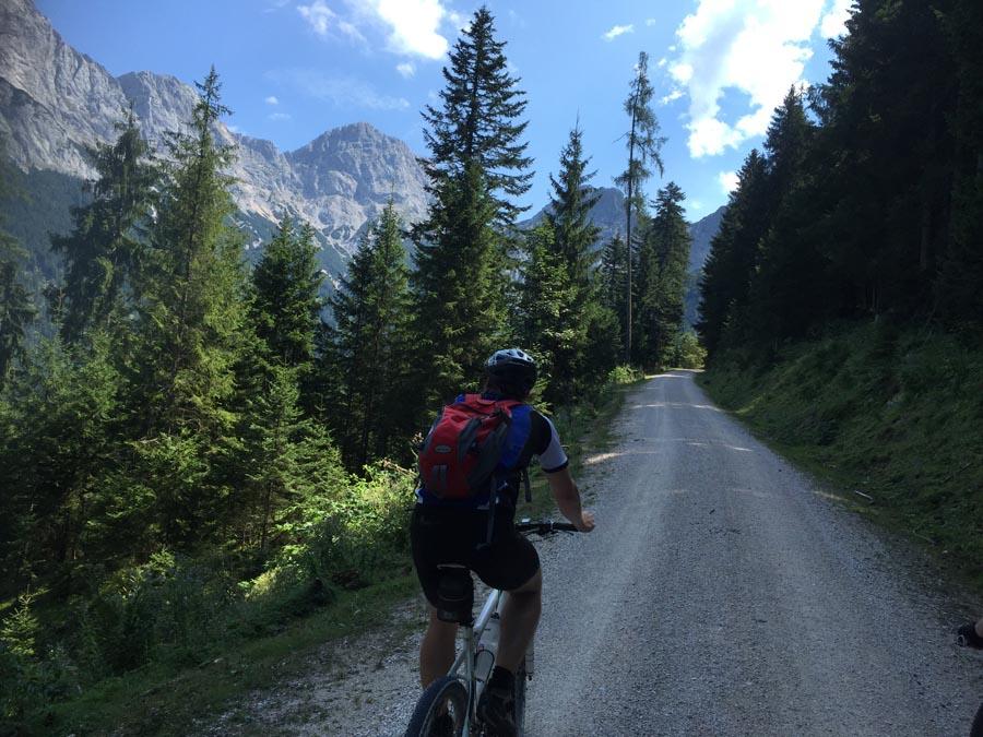 Radfahrer vor Reiteralpe