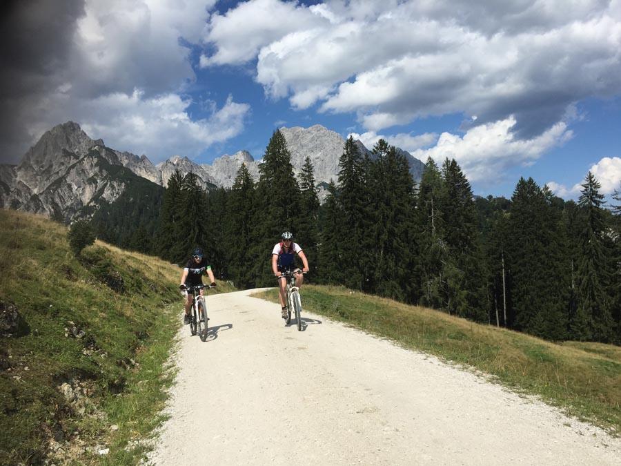 Mountainbiker auf der Litzlalm