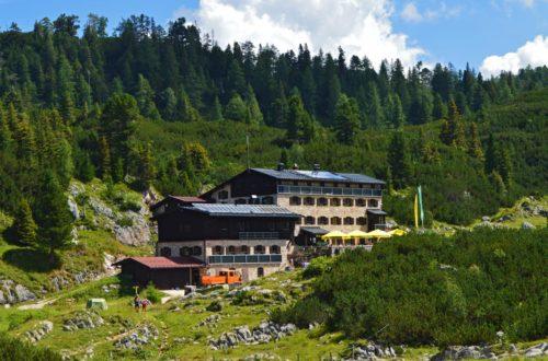 Mittags an der Neuen Traunsteiner Hütte