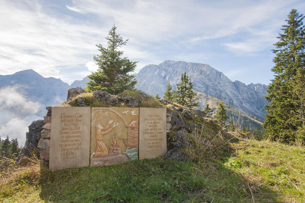 Freialatar mit Altarbild auf dem Ahornbüchsenkopf oberhalb der Roßfeldhöhenringstraße - Berchtesgaden, Oberbayern