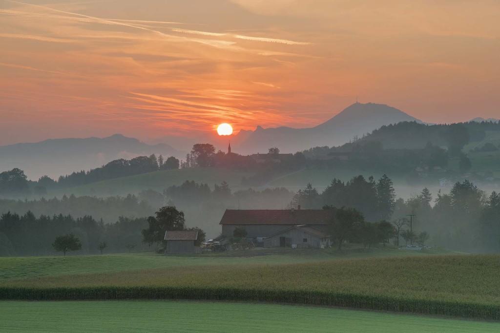 Sonnenaufgang über Steinhögl in der Gemeinde Anger - Berchtesgadener Land - Rupertiwinkel