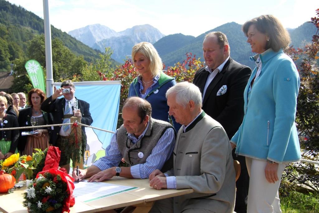 Unterzeichnung der Beigsteigerdorf-Deklaration