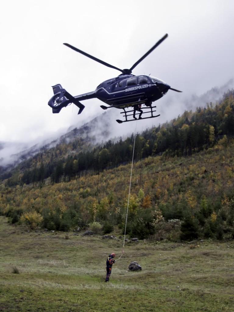 Bergwacht Hubschrauber mit Rettungstau © BRK BGL