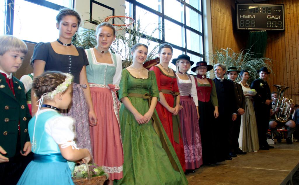Die Hochzeitsgesellschaft bildete das große Finale der Modenschau