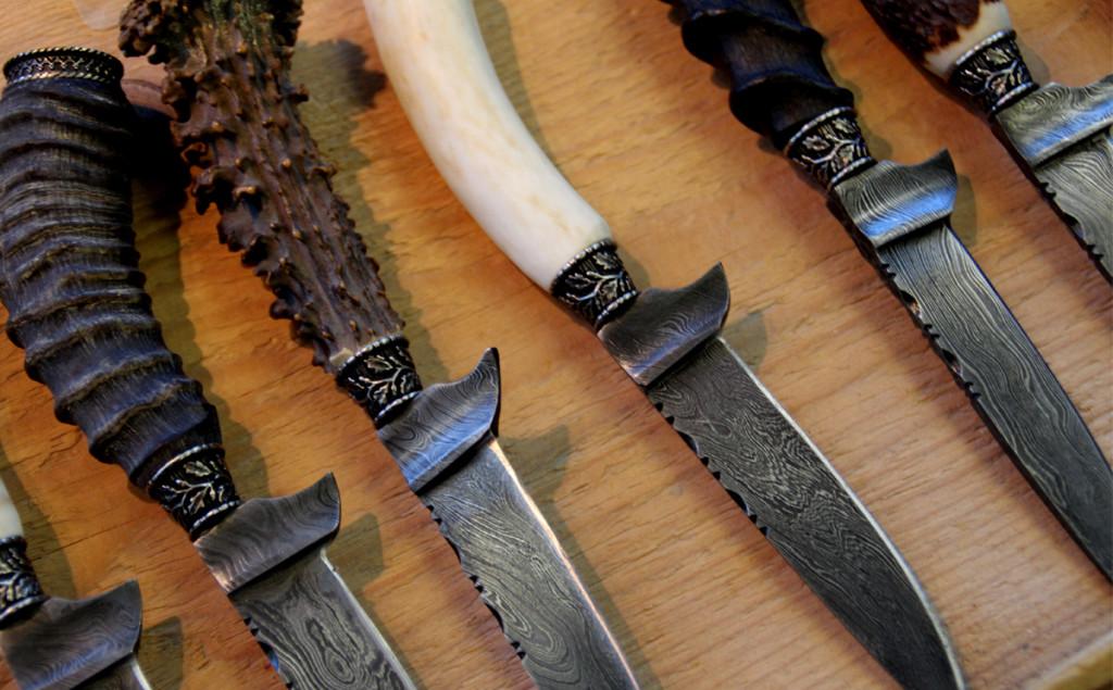 Trachtenmesser mit aufwendig gestalteten Klingen