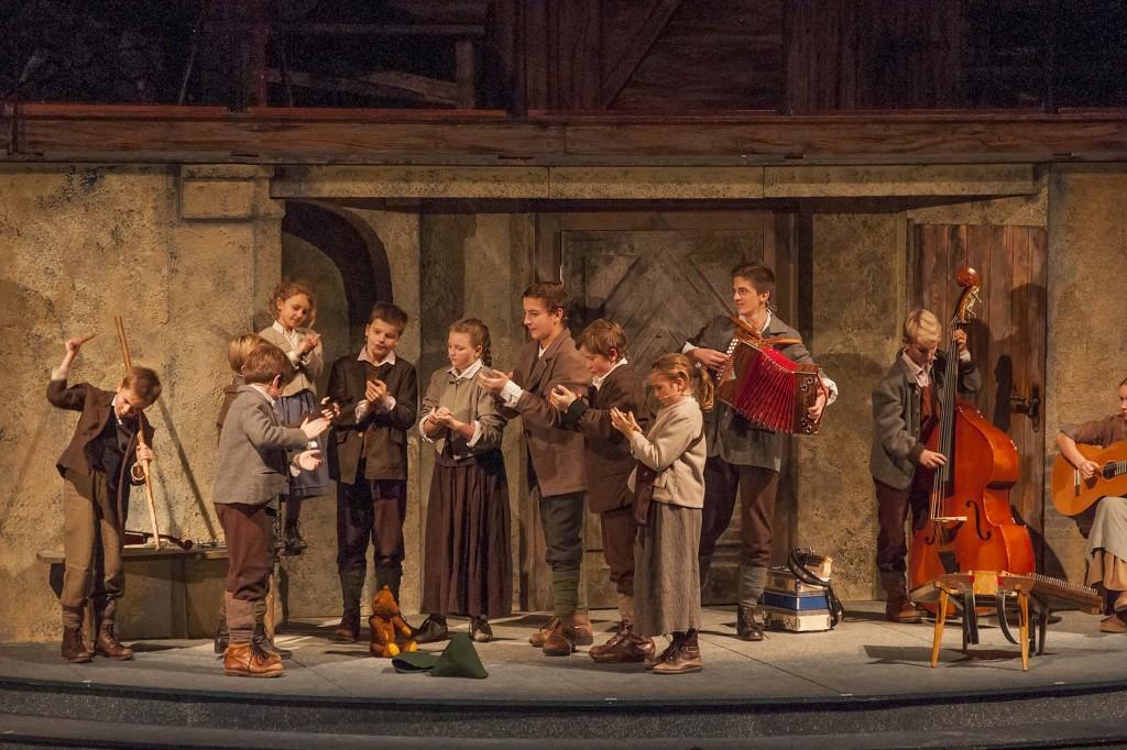 Salzburger Adventsingen - eine hochkarätig-hervorragende volksmusikalische Einstimmung auf den Adevent und Weihnachten mit Singspiel im Festspielhaus