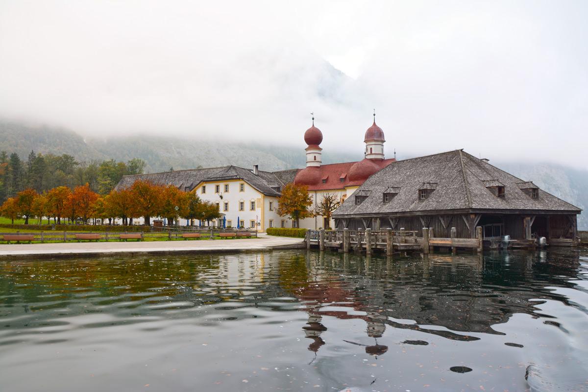 Mystische Stimmung: Herbst auf St. Bartholomä am Königssee