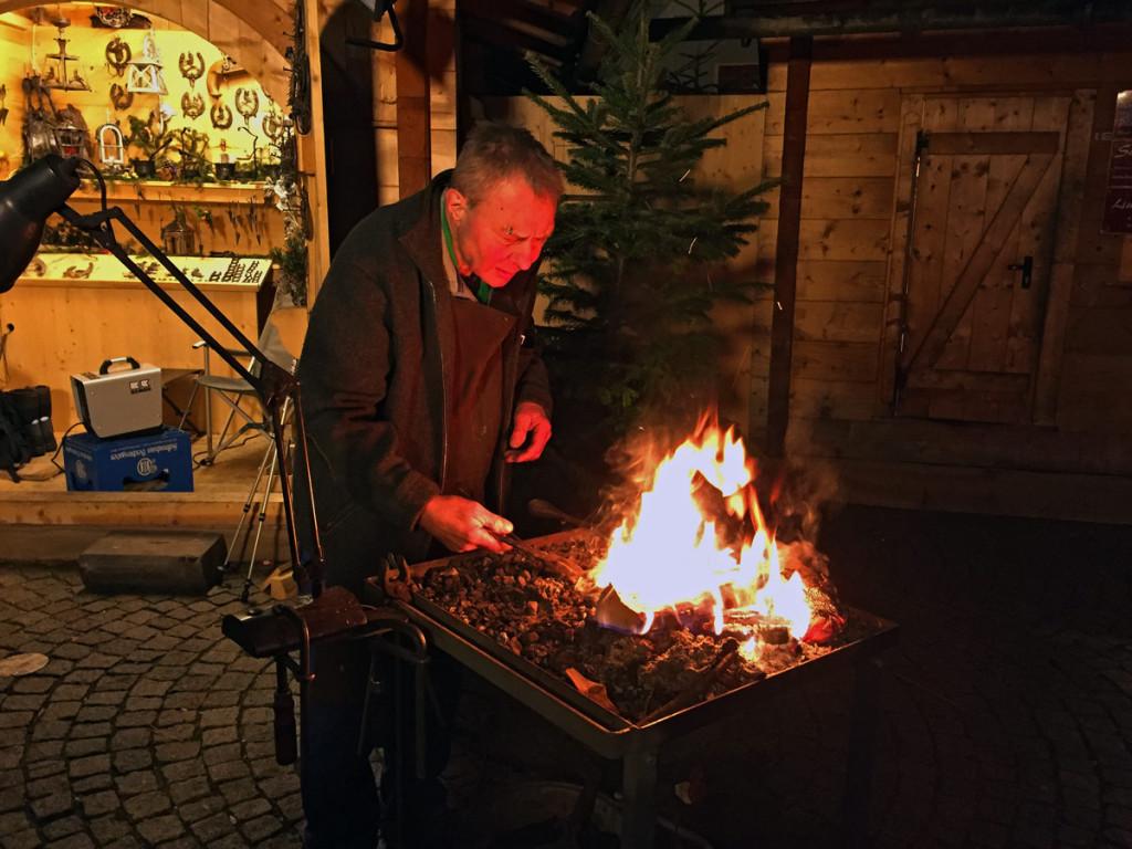 Ein Schmied beim Berchtesgadener Advent