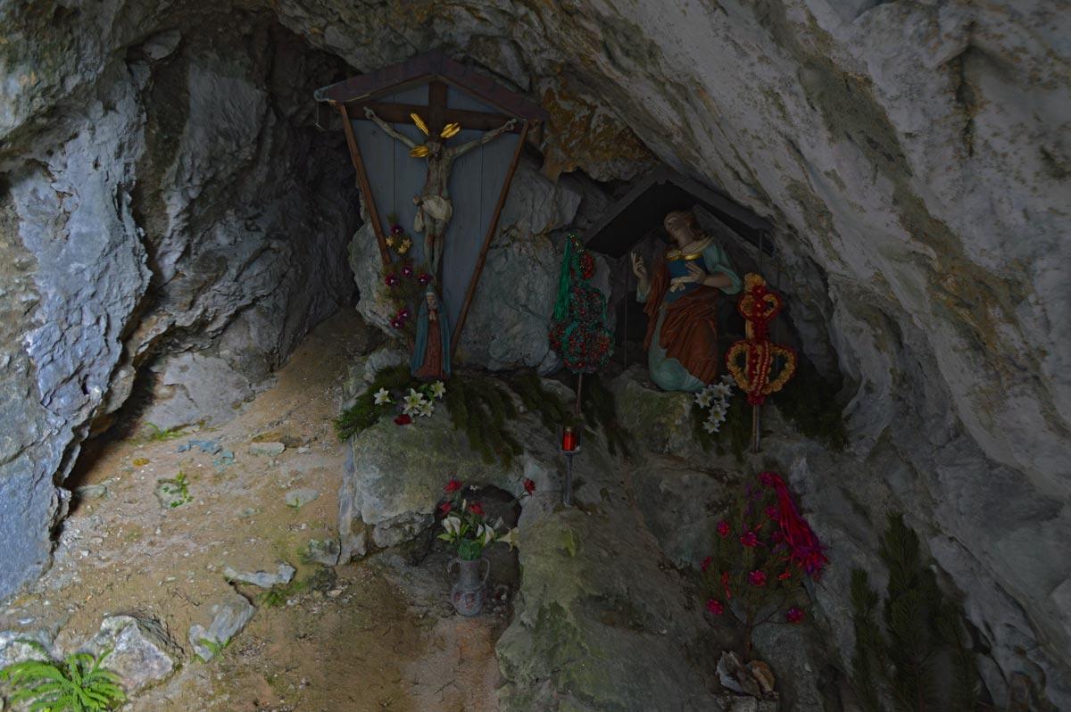 Hergott und Fuikln in der Magdalenengrotte