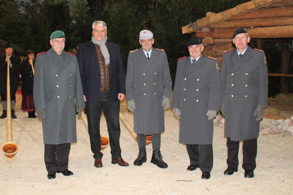 Hoher Besuch in der Hochstaufen-Kaserne: (v.l.) Generalleutnant Vollmer, Staatssekretär Grübel, Brigadegeneral Sollfrank, Generalleutnant Jacobson, Generalmajor Schütt.