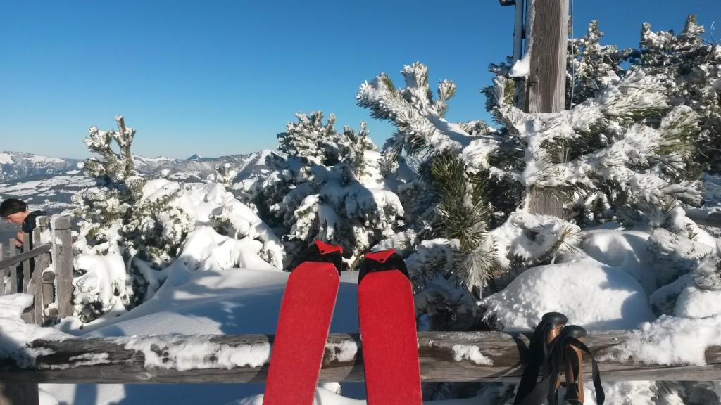 Tourenski am Gipfel