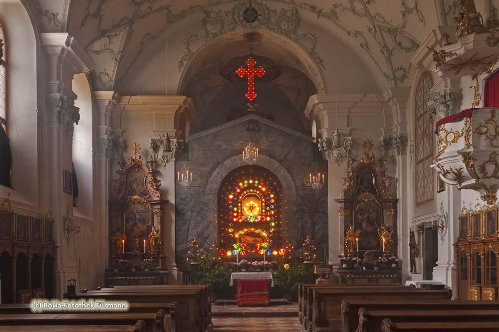Das Herrengrab oder auch Heiliggrab in der Klosterkirche des ehem. Augustinerchorherrnstift Höglwörth am Höglwörther See im Rupertiwinkel, Berchtesgadener Land, Bayern - diese Darstellung des Grabes Jesu geht zurück auf die Barockzeit und ist in dieser Art eine der größten im bayerischen Raum