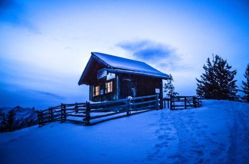 Blaue Stunde an der Bezoldhütte auf dem Toten Mann