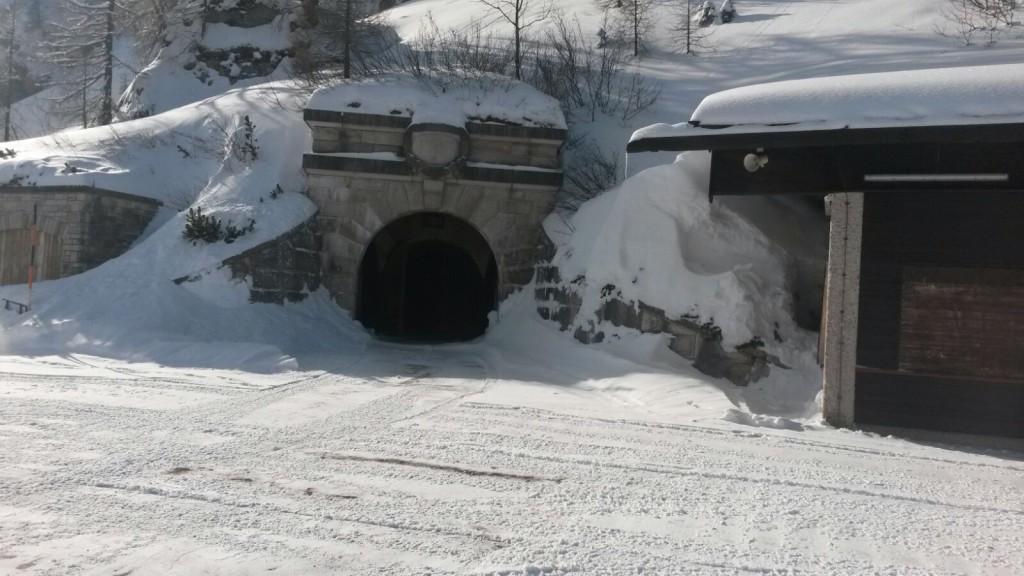 Tunnel-Eingang zum Kehlsteinhaus Aufzug