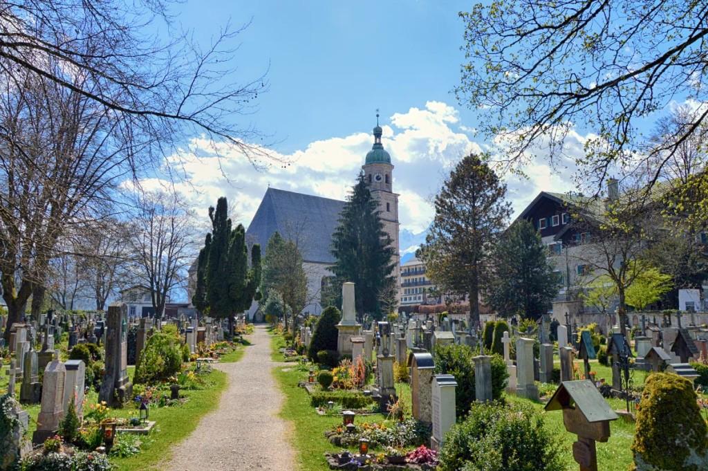 Die Franziskaner Kirche und der Friedhof Berchtesgaden