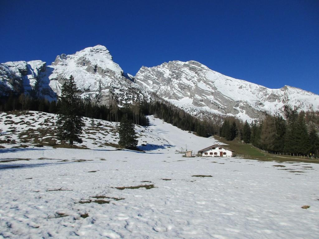 Der Schnee schmilzt langsam auf Kühroint