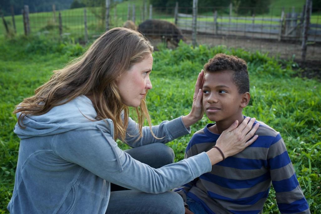 Lena Lorenz (Patricia Aulitzky) und der kleine Anbessa (Ruben Felipe) © ZDF Bernd Schuller .jpg