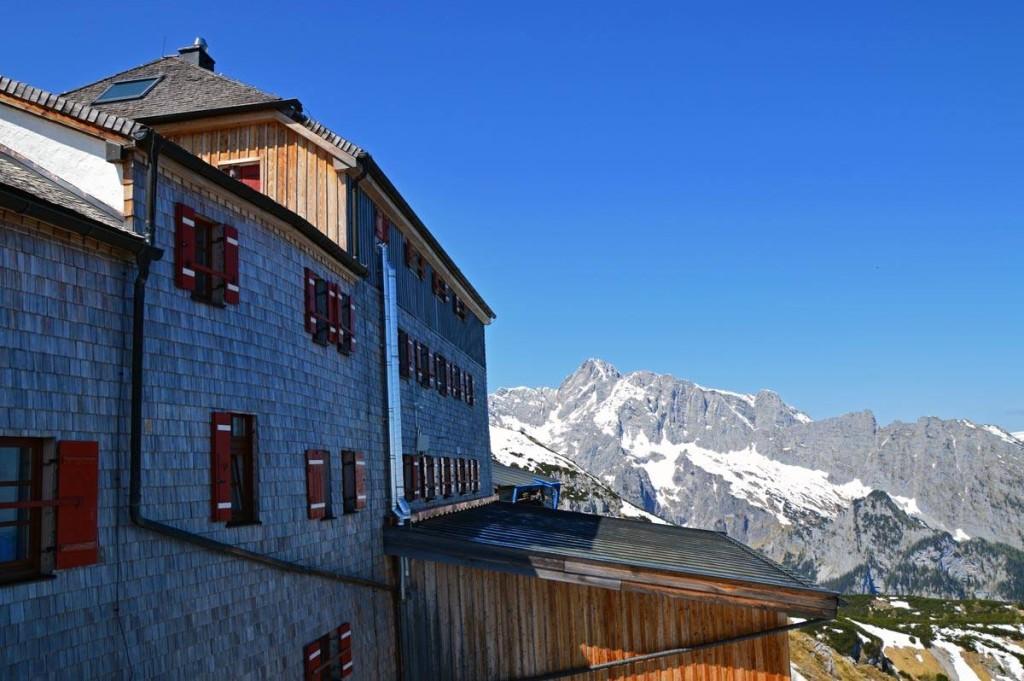 Blick von der Terrasse des Watzmannhauses zum Hochkalter