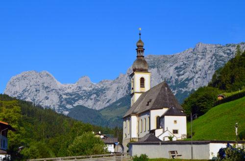Das Bergsteigerdorf Ramsau, dahinter die Reiter Alm