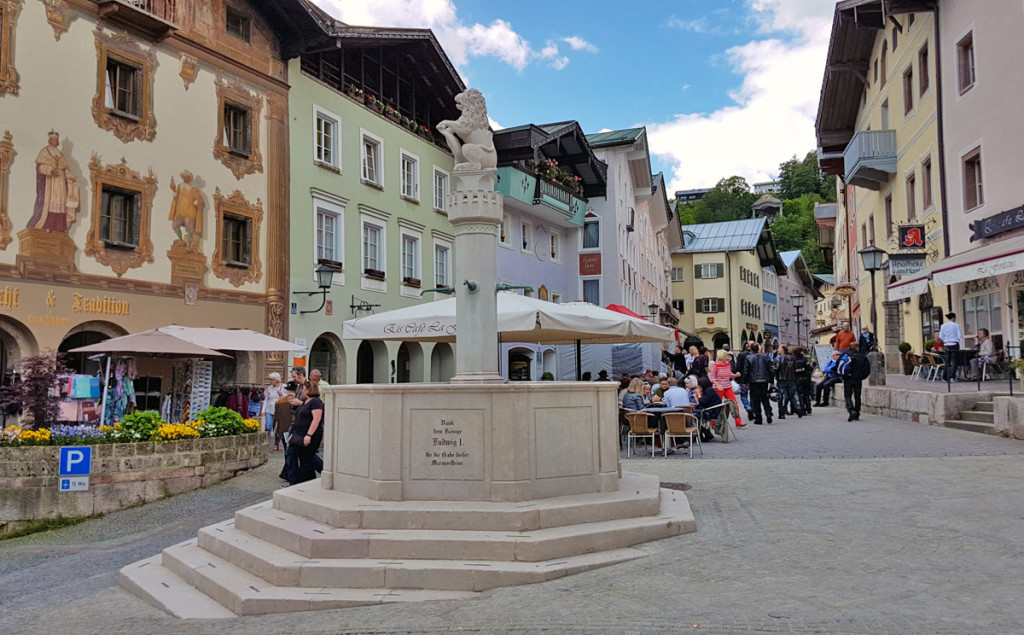 Der renovierte Marktbrunnen Berchtesgaden