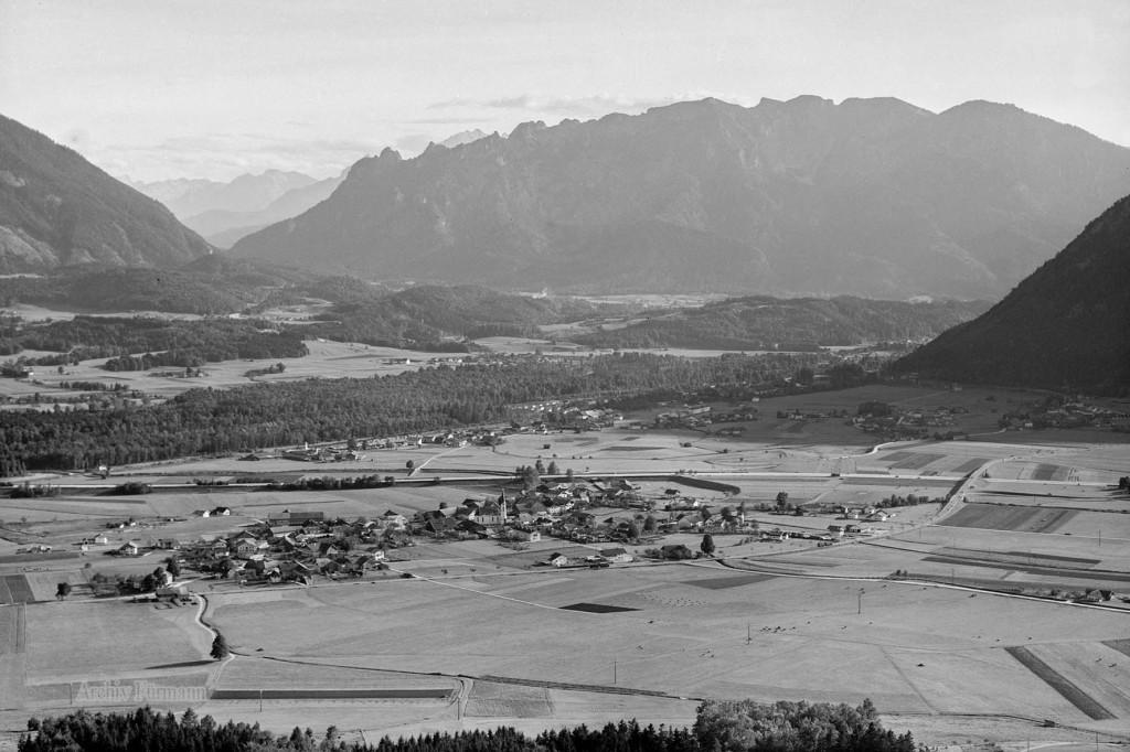 Flugaufnahme über Piding mit dem Lattengebirge (schlafende Hexe)