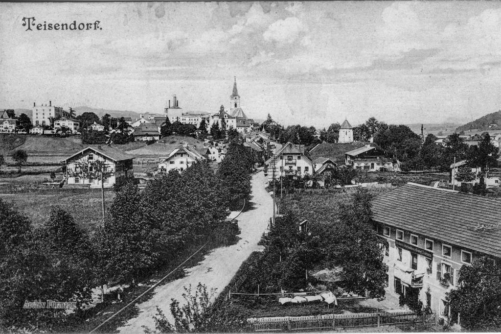 Teisendorf mit Bahnhofstraße und Markt