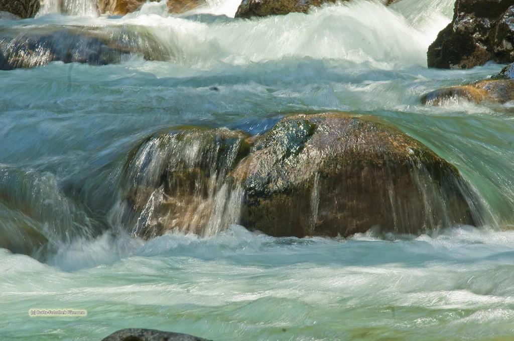 Wildbach - Ramsauer Ache - der Abfluß des Hintersees in der Gemeinde Ramsau, dieser Wildbach fließt durch den Zauberwald wildromatisch in Richtung Ramsau, Berchtesgadener Land, Bayern, Deutschland