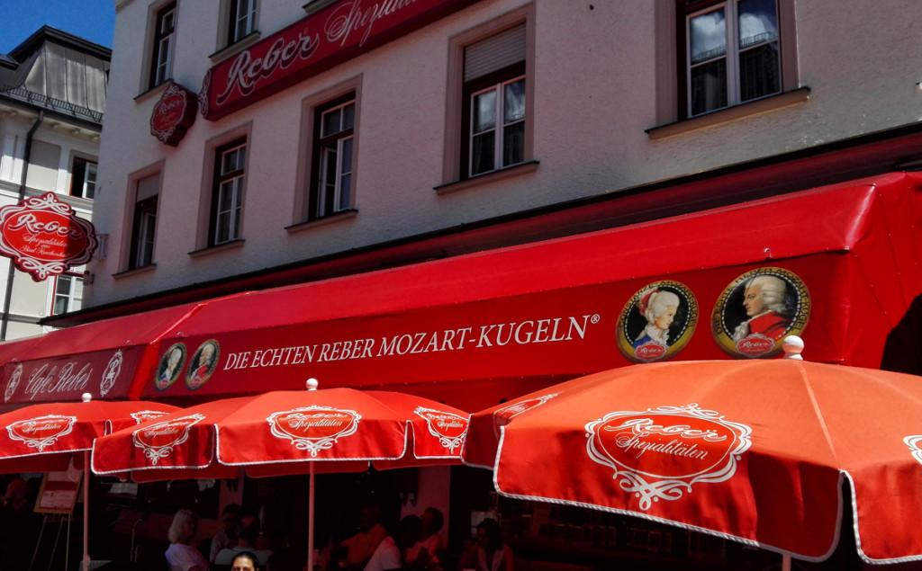 Das Cafè Reber in der Fußgängerzone der Alpenstadt Bad Reichenhall