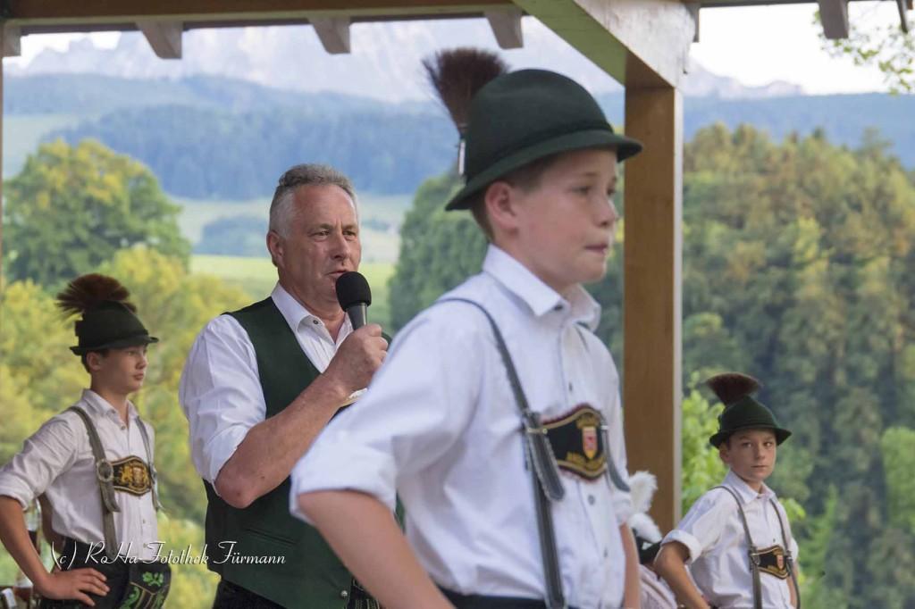 traditioneller Heimatabend des Trachtenvereins Anger-Höglwörth beim Klosterwirt in Höglwörth im Gastgarten