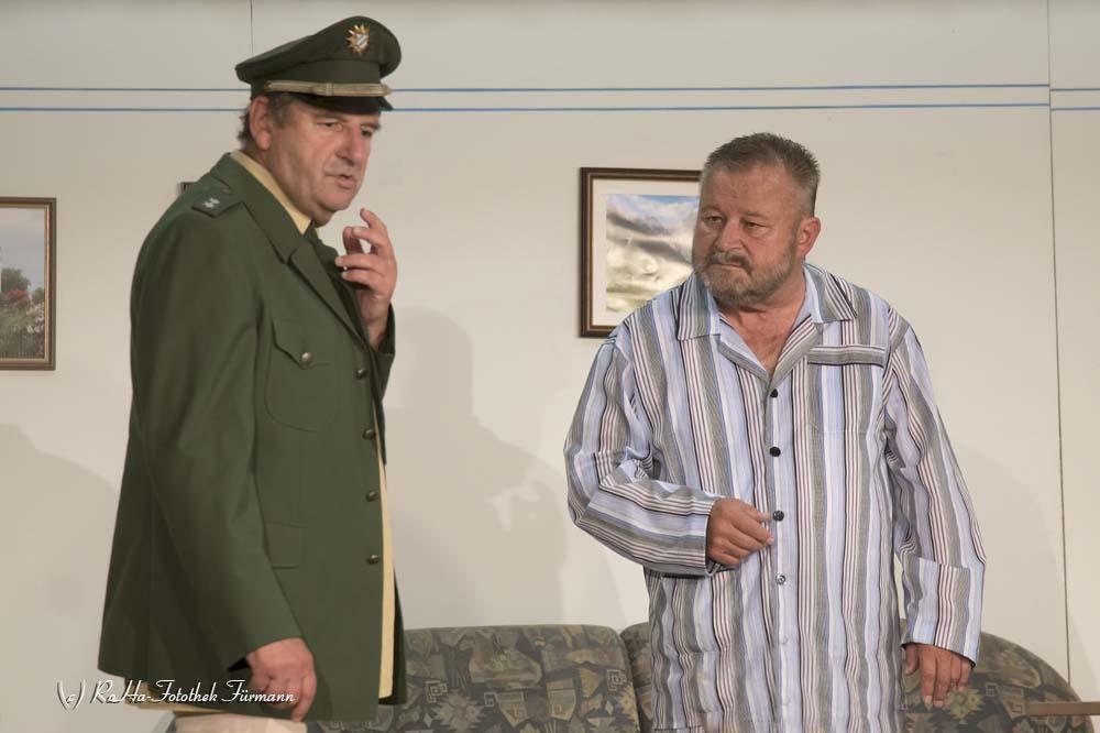 """Theater in Pding - Bühne Altwirt """"Da Himme wart net"""" von Markus Scheble und Sebastian Kolb"""
