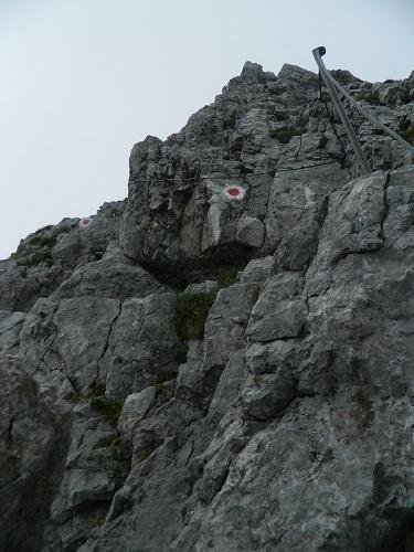 Gesicherte Kletterstelle am Grat