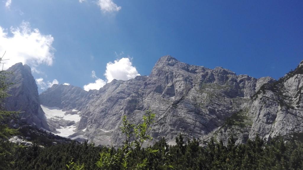 Der gesamte Grat der bis zum Gipfel überschritten wird, ist einzusehen.