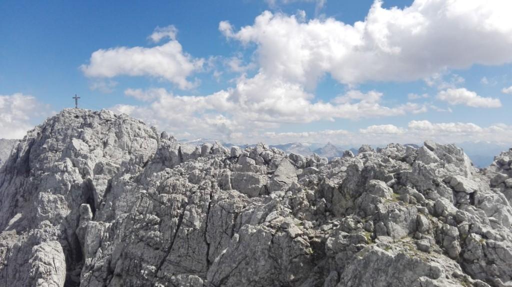 In anregender Kraxelei geht es die letzten Meter zum Gipfel.
