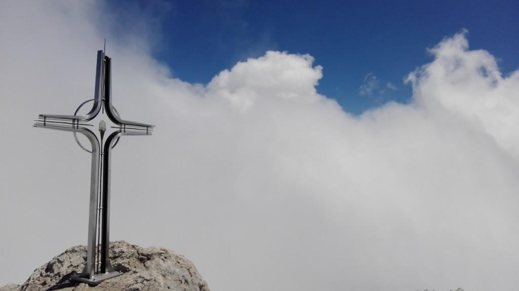 Das schöne Gipfelkreuz am Hohen Göll (2522m)