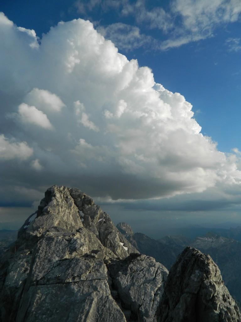Die Mittelspitze ragt in den gigantischen Gewitterturm