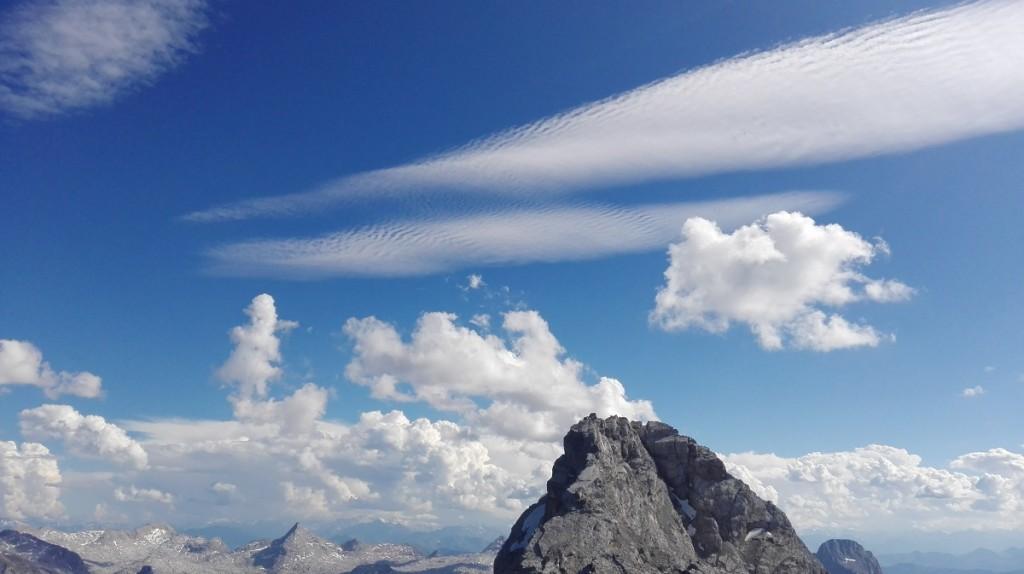 Noch sehen die Wolken über der Mittelspitze harmlos aus...