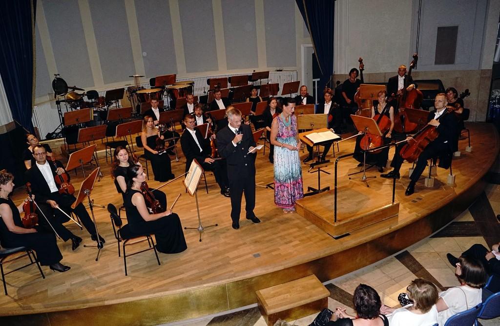 Begrüßung beim Eröffnungskonzert - Foto: Erich Steindl